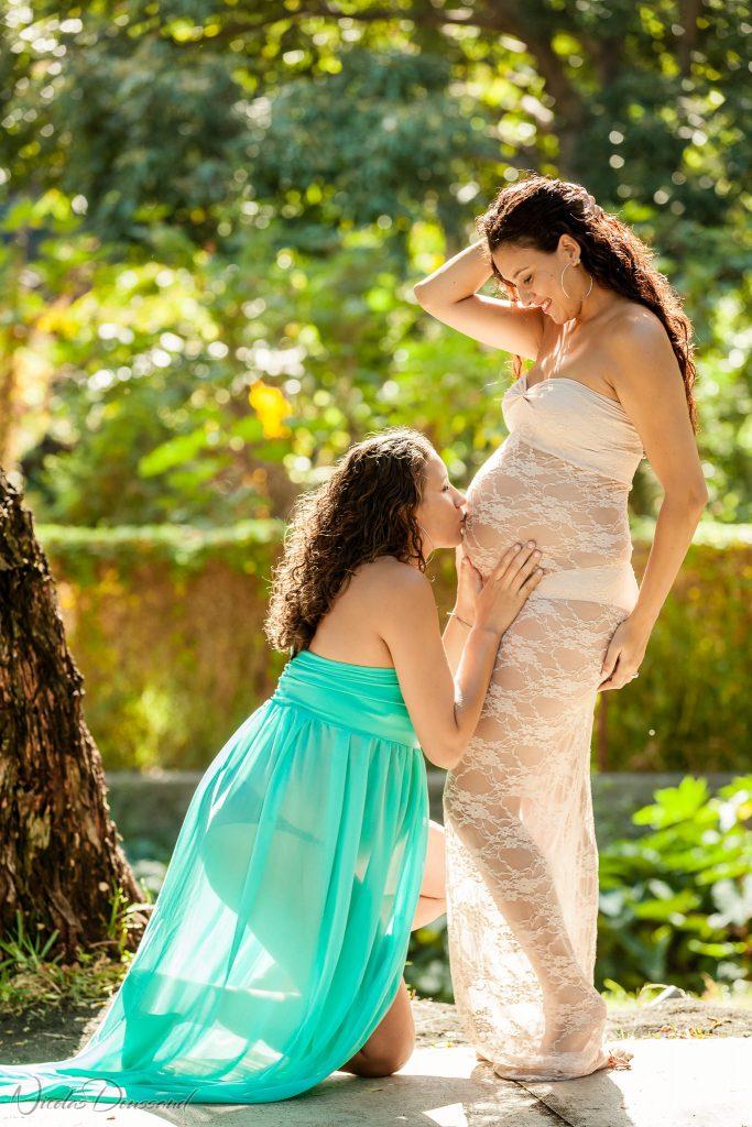 photos de grossesse simultanée de 2 soeurs à la Réunion