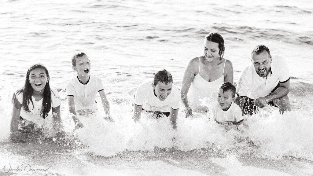 photo de famille en extérieur au musé de la pointe au sel
